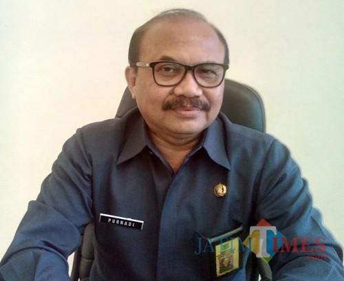 Kepala Bapenda Kabupaten Malang Purnadi menyatakan target pendapatan daerah tahun depan tidak terlalu muluk-muluk (Nana)
