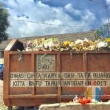 Sampah yang berada di bak Pasar Besar Kota Batu. (Foto: Irsya Richa/MalangTIMES)