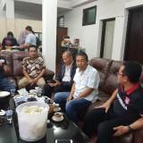 Wali Kota Malang Drs H Sutiaji (paling kanan) saat menemui para tim suksesnya pada Pilkada 2018 lalu, Minggu (2/12/2018) (Foto : Istimewa)