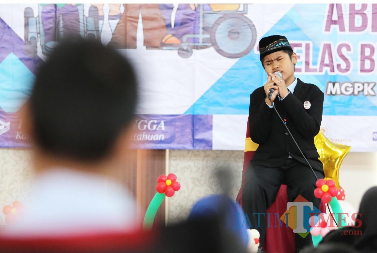 Salah satu penampilan ABK Kota Batu dalam peringatan Hari Disabilitas Internasional di Balai Kota Among Tani. (Foto: Diskominfo Kota Batu for BatuTIMES)