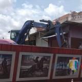 Eksekusi Bedak-Bedak PKL di Pasar PKL Rumah Tua Nyaris Bentrok