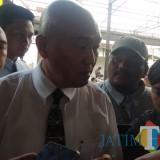 Suhartono (kemeja putih) sebagai kuasa hukum pemilik lama. (Foto: Nurlayla Ratri/MalangTIMES)