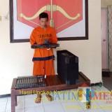 Rizal Umam, tersangka dengan barang bukti hasil curian yang diamankan polisi di  Gondanglegi. (Foto : Polsek Gondanglegi for MalangTIMES)