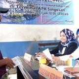Sopir angkutan umum di Kecamatan Singosari saat mengurus izin trayek di Pasae Singosari, Rabu (5/12/2018) (Pipit Anggraeni/MalangTIMES).
