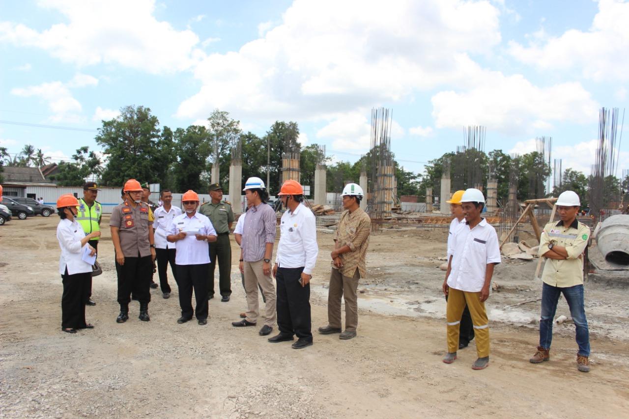 Bupati Blitar saat sidak pembangunan RSUD Srengat