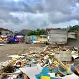 Seperti Terkena Bencana,  Lahan PKL Jalan Sudiro Porak-poranda