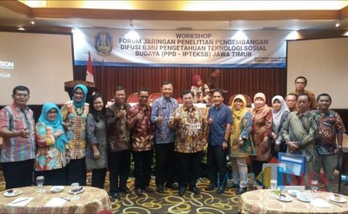 Kepala Balitbangda Kabupaten Malang Mursyidah saat mengikuti workshop yang diselenggarakan pemprov Jatim. (Balitbangda for MalangTIMES)