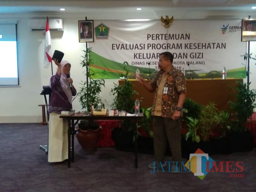 Pertemuan evaluasi program kesehatan keluarga dan gizi Dinas Kesehatan Kota Malang. (foto: Imarotul Izzah/Malang Times)