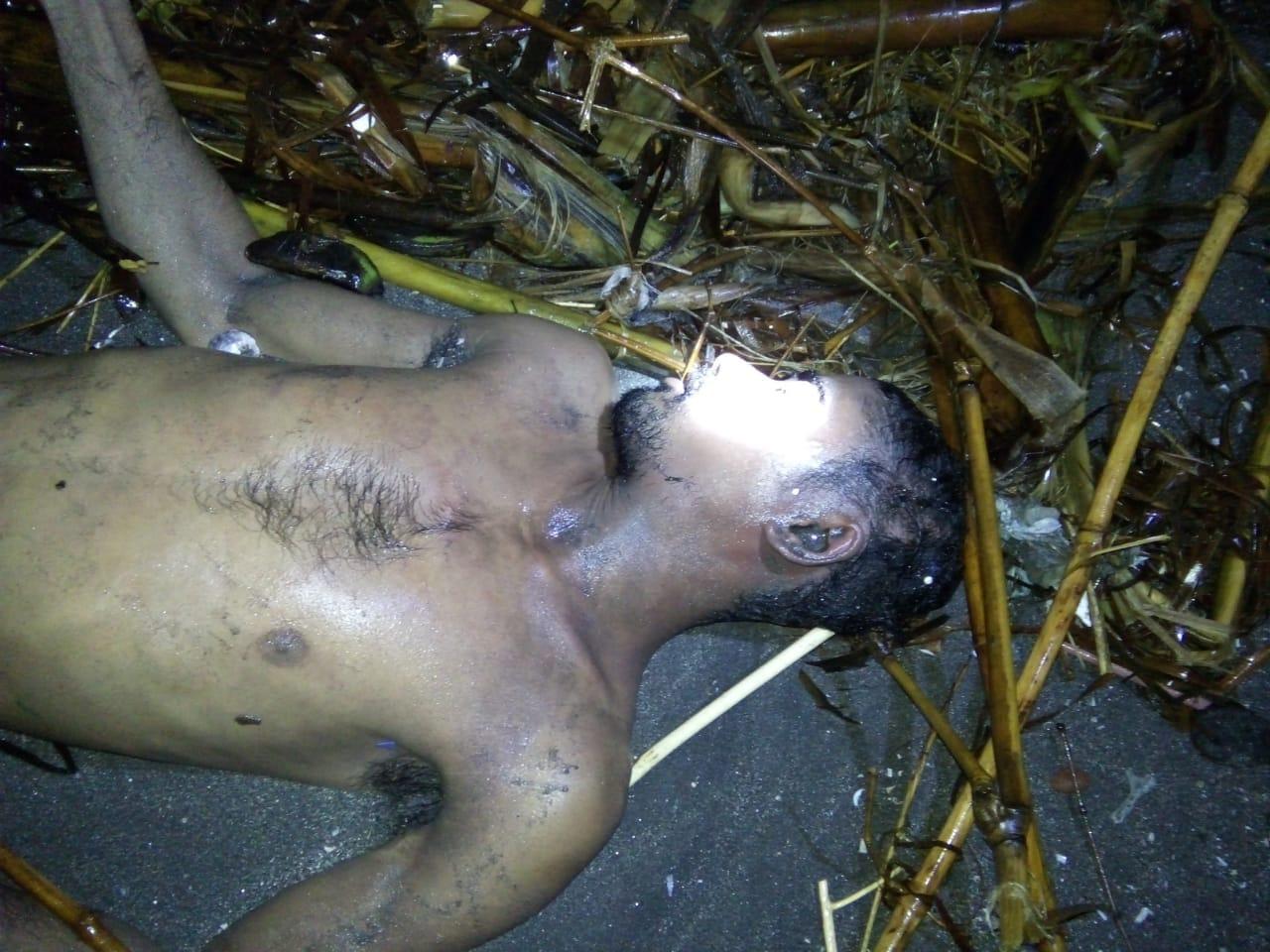 korban saat ditemukan warga di bibir pantai Dusun Paludem, Desa Tembokrejo, Muncar