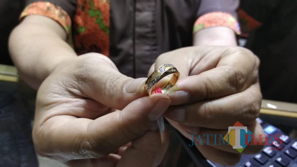 Ilustrasi emas perhiasan sebagai andalan ekspor Kota Malang. (Foto: Nurlayla Ratri/MalangTIMES)