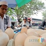 Harga telur di Tulungagung  kian melambung. (foto:  Joko Pramono/Jatimtimesnews)