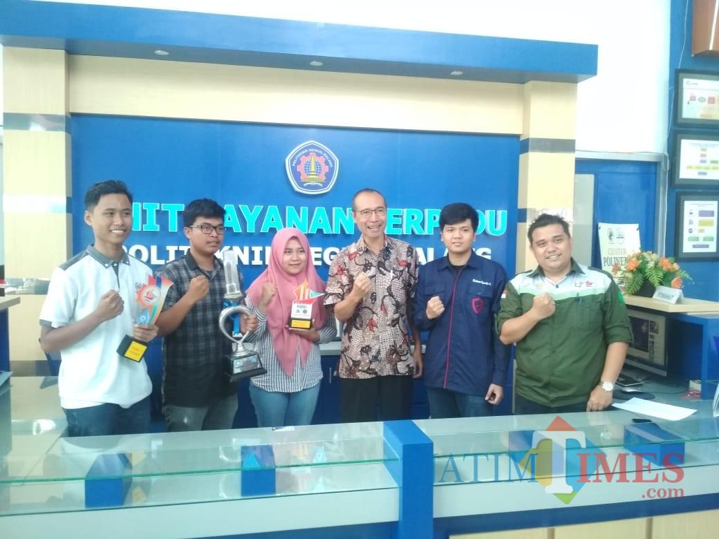 Foto bersama tim Polinema dan kajur teknik sipil. (foto: Imarotul Izzah/Malang Times)