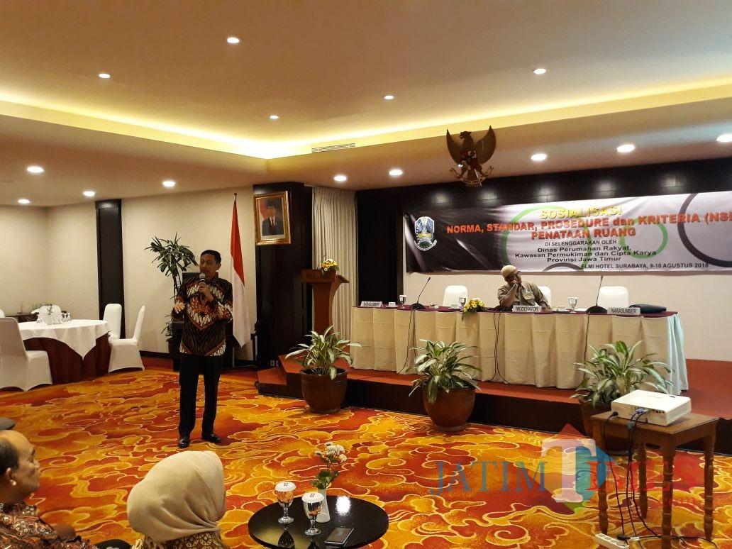 Wahyu Hidayat Kepala DPKPCK Kabupaten Malang saat menyampaikan materi tata ruang (Nana)