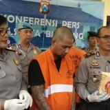 Tersangka RGS (tengah) yang mengaku jadi jambret spesialis bus jurusan Surabaya-Malang. (Foto: Nurlayla Ratri/MalangTIMES)