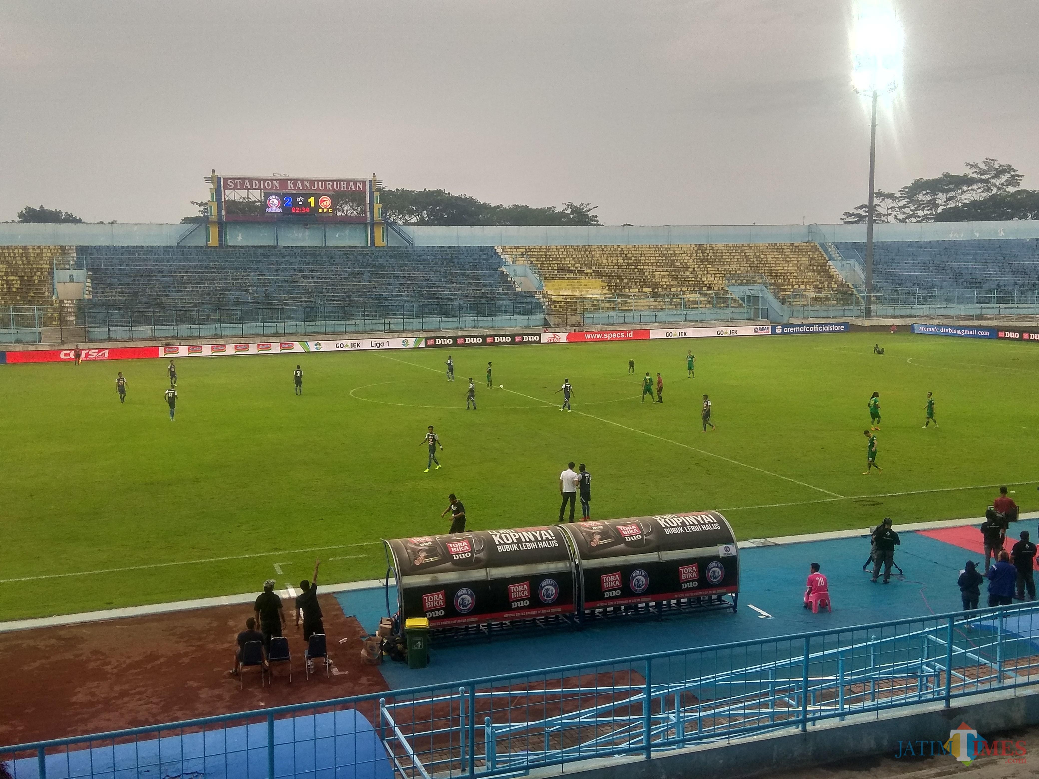 Pemain Arema FC saat merayakan gol (Hendra Saputra)