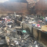 Sebuah rumah yang terbakar dikawasan Kedungkandang akibat korsleting listrik (Anggara Sudiongko/MalangTIMES)