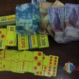Sumaji pelaku judi beserta barang bukti saat diamankan Polsek Dampit, Kabupaten Malang (Foto : Polsek Dampit for MalangTIMES)