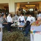 Kepala DPKPCK Kabupaten Malang Wahyu Hidayat (tengah) bersama Wabup Malang Sanusi (dua dari kanan), Kepala Bappeda Tomie Herawanto (dua dari kiri), dan pihak pengembang KEK Singosari. (DPKPCK for MalangTIMES)