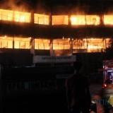 kondisi gedung advance lecturing Universitas Darul Ulum Jombang saat mengalami kebakaran, pada Senin (3/12) lalu. (Foto : Adi Rosul / JombangTIMES)