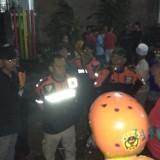 Para relawan dan personel BPBD Kota Malang tengah fokus mencari korban hanyut akibat banjir yang melanda wilayah itu. (Foto: Humas Pemkot Malang for MalangTIMES)