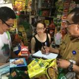 Petugas Satgas Pangan Kabupaten Malang saat melakukan sidak di Pasar Lawang, Kabupaten Malang (Foto : Ashaq Lupito / MalangTIMES)