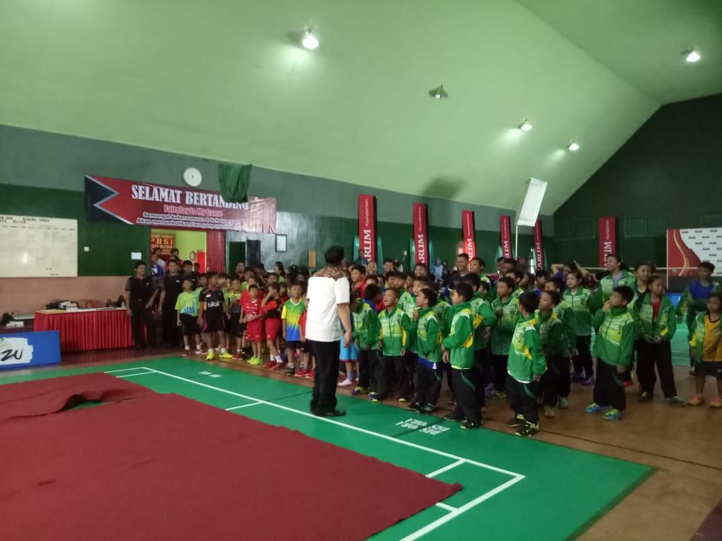 Para atlet usia dini bersiap bertanding dalam ajang kejurkot yang digelar PBSI Kota Blitar