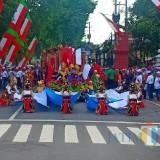 Pawai Seni Budaya SD/SMP Lumajang. (Foto: Pawitra/JatimTIMES)