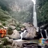 Beberapa tim saat melakukan pencarian di area air terjun Coban Talun, Desa Tulungrejo, Kecamatan Bumiaji, Rabu (11/12/2018). (Foto: Irsya Richa/MalangTIMES)