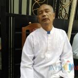 Kusmadi kakek Nasywa saat ditemui di rumah duka (Anggara Sudiongko/MalangTIMES)