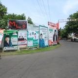 APK yang berada di perempatan jalan KH Mansur ini, belum ditertibkan (Agus Salam/Jatim TIMES)