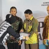 Sekretaris Daerah (Sekda) Kota Malang Wasto saat menerima penghargaan PPID Award 2018 di Surabaya. (Foto: Humas Pemkot Malang for MalangTIMES)