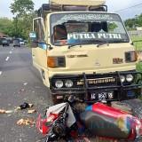 Dua kendaraan yang terlibat kecelakaan sebelum di evakuasi / Foto : Dokpol / TulungagungTIMES