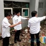Wali Kota Malang, Sutiaji saat meninjau langsung SMPN 18 Kota Malang yang terdampak banjir (Pipit Anggraeni)