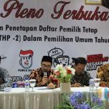 Komisionir KPU Kota Probolinggo saat acara Rapat Pleno terbuka di gedung Paseban Sena  (Agus Salam/JatimTIMES)