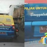 Mobil pajak yang diduga milik Badan Pendapatan Daerah (Bapenda) Kabupaten Malang, nampak pada plat nopol kendaraannya dalam kondisi mati pajak, Kabupaten Malang (Foto : Wahyu Eko Setyawan for MalangTIMES)