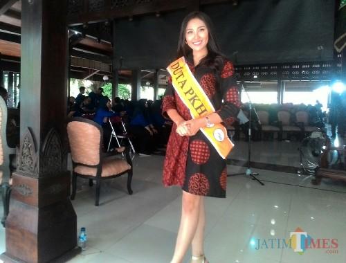 Si Cantik Rizky saat dalam acara sosialisasi PKH di Kabupaten Malang. (Nana)