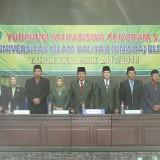 Rektorat Unisba Blitar bersama jajaran Dekan di acara Yudisium Sarjana tahun 2017/2018.(Foto : Aunur Rofiq/BlitarTIMES)