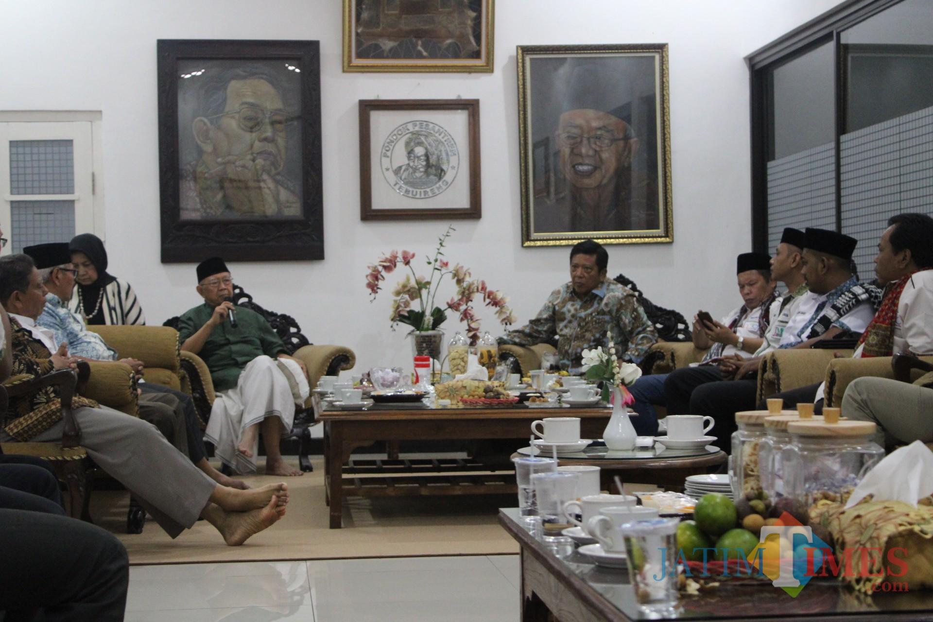 Dialog Solutif Kebangkitan Ekonomi Keumatan Berbasis Pesantren di Ndalem Kasepuhan Ponpes Tebuireng Jombang. (Foto : Adi Rosul / JombangTIMES)