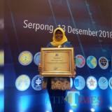 Kepala Balitbangda Kabupaten Malang Mursyidah saat menerima penghargaan Balitbang berkinerja utama dari Kemenristekdikti RI (balitbangda for MalangTIMES)