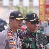 Kapolres Tulungagung, AKBP Tofik Sukendar bersama Dandim 0807/Tulungagung,  Letkol Wildan Bahtiar(foto :  joko pramono/jatimtimes)