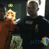 Adi Prasetyo, pelaku perampasan, saat diamankan polisi di Kecamatan Singosari. (Foto : Polsek Singosari for MalangTIMES)