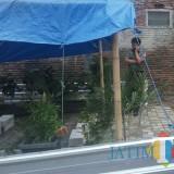 Makam di kawasan Kelurahan Tanjungrejo yang berada di belakang rumah warga sempat didemo agar dipindahkan (Anggara Sudiongko/MalangTIMES)