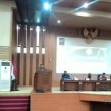 Andreas Eddy, anggota DPR RI Komisi XI, saat menyampaikan sambutannya di acara Lokasabha IX di gedung DPRD Kabupaten Malang. (Nana)
