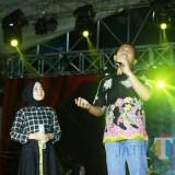 Cak Thoriq nyanyi duet bareng Nissa Sabyan di Puncak Harjalu 763. (Foto: Humas Pemkab/JatimTIMES)