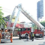 Simulasi pemadaman yang dilakukan Dinas Pemadam Kebakaran