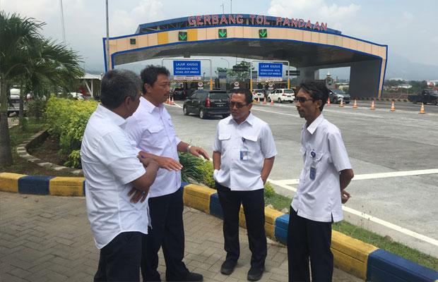Dirut PT Jasamarga Pandaan Malang memantau kesiapan ruas tol fungsional.