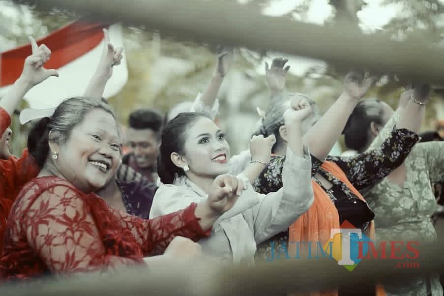 Moment Loemadjang Djadoel yang banyak disukai warga (Foto : Pawitra Huda Pradana / Jatim TIMES)