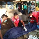Petugas gabungan saat mengevakuasi korban kecelakaan, Kecamatan Bululawang (Foto : PMI Kabupaten Malang for MalangTIMES)