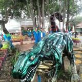 Dinosaurus kini menjaga Taman Contong, Kepanjen. (Nana)