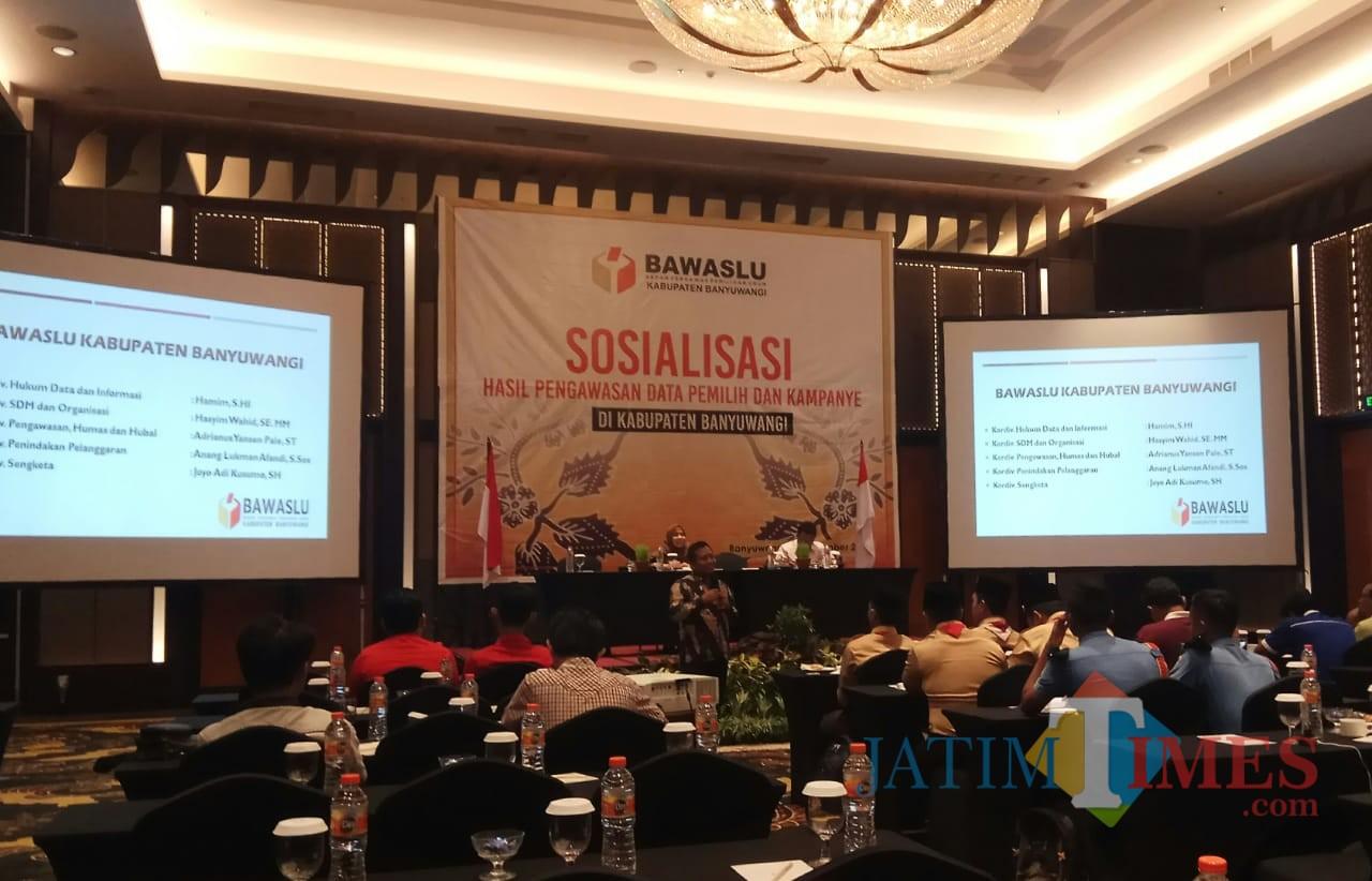 Sosialisasi yang dilaksanakan Bawaslu Banyuwangi di sebuah hotel Rabu pagi